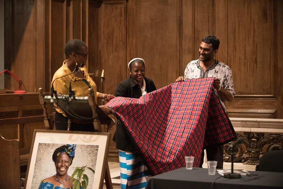 Wanjira Mathai, GBM Chair and Aisha Karanja Executive Director present a gift to Kumi Naidoo, Greenpeace International Executive Director